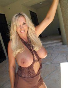 Blonde Hausfrauen Sexkontakte