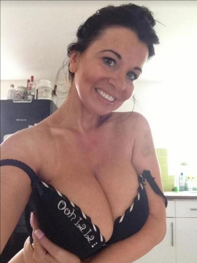Einsame Hausfrau sucht Sexkontakte für Zweisamkeit